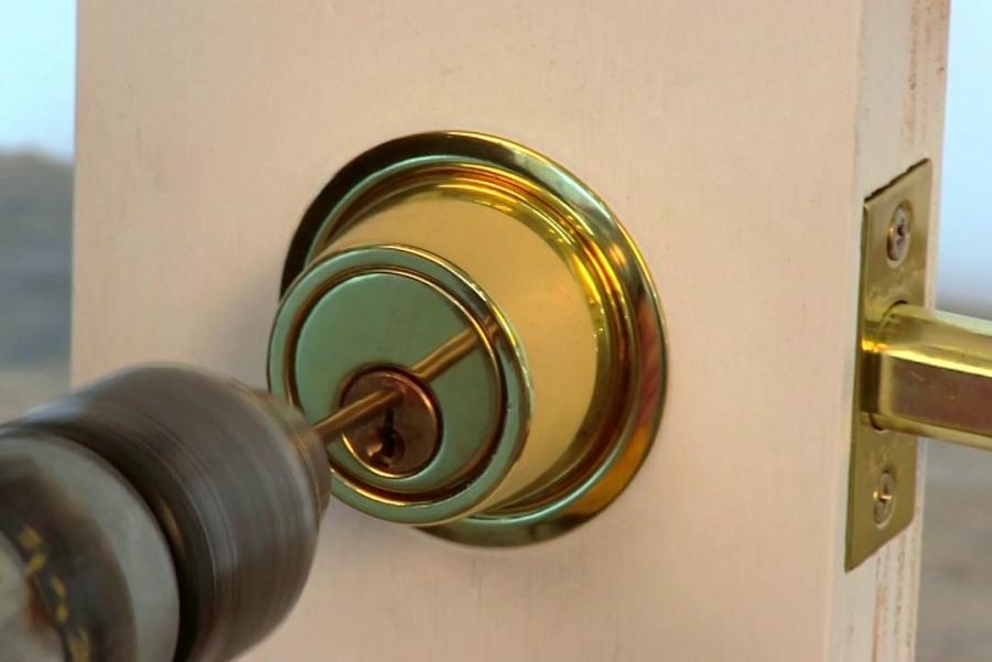 Amateur and Professional Locksmith Prices, What should you be paying?